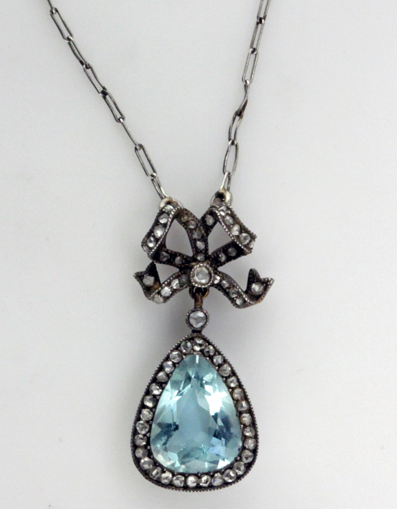 blog-Russian Pendant & chain front